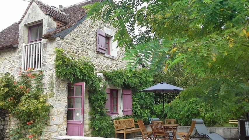 Gîte de la Maison de Jeanne d'Arc - Azay-le-Rideau - Hus