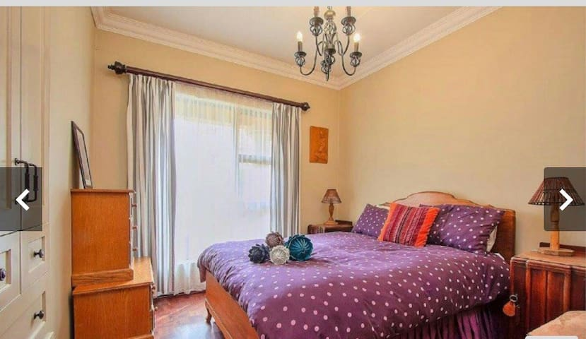 Sleep 10 minutes away from OR Thambo airport