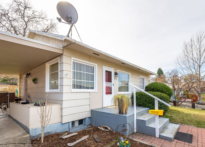 Charming Entire Home Pet Friendly!