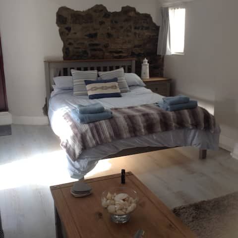 Renovated studio on seafront in heart of Mumbles