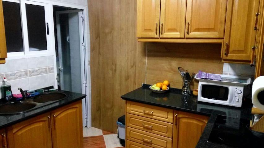Habitación + baño + cocina - Granada