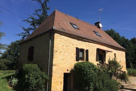 Maison de campagne entièrement à disposition - Gourdon - Haus
