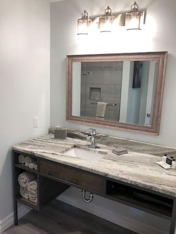 Sundowner Rooms Bath Vanity