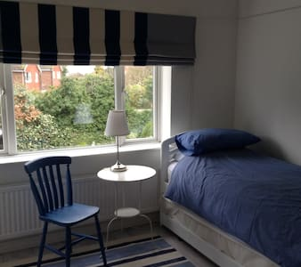 The Room - Leatherhead - Ev