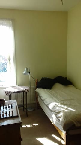 Single room in private house. - Leeds - Dom