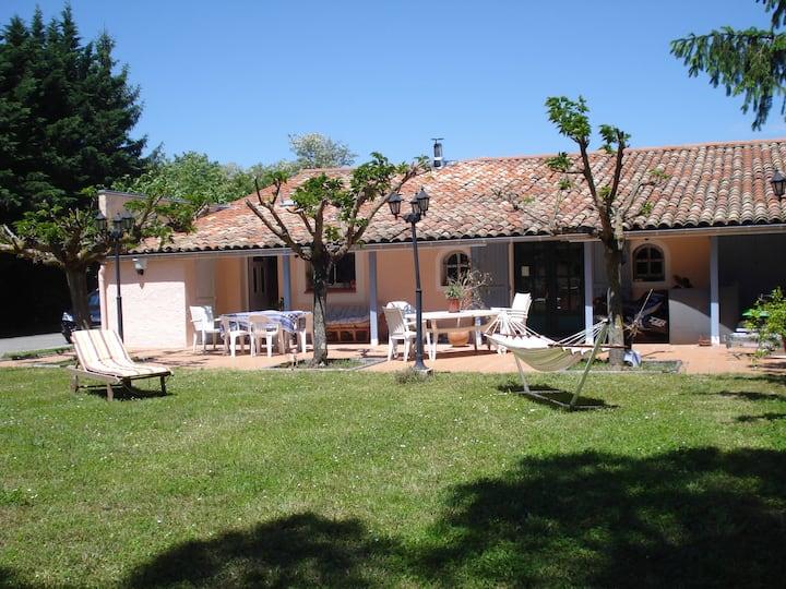 Maison de plain pied avec jardin et terrasse