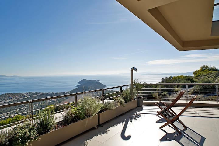 Seaview Penthouse with sea view and a shared pool