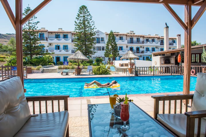SEAVIEW STUDIOS WITH SWIMMING POOL - Ligaria - Apartment