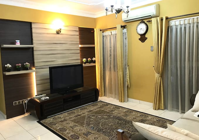 Spacious 3BR Near LRT Bukit Jalil - 10 Mins Walk