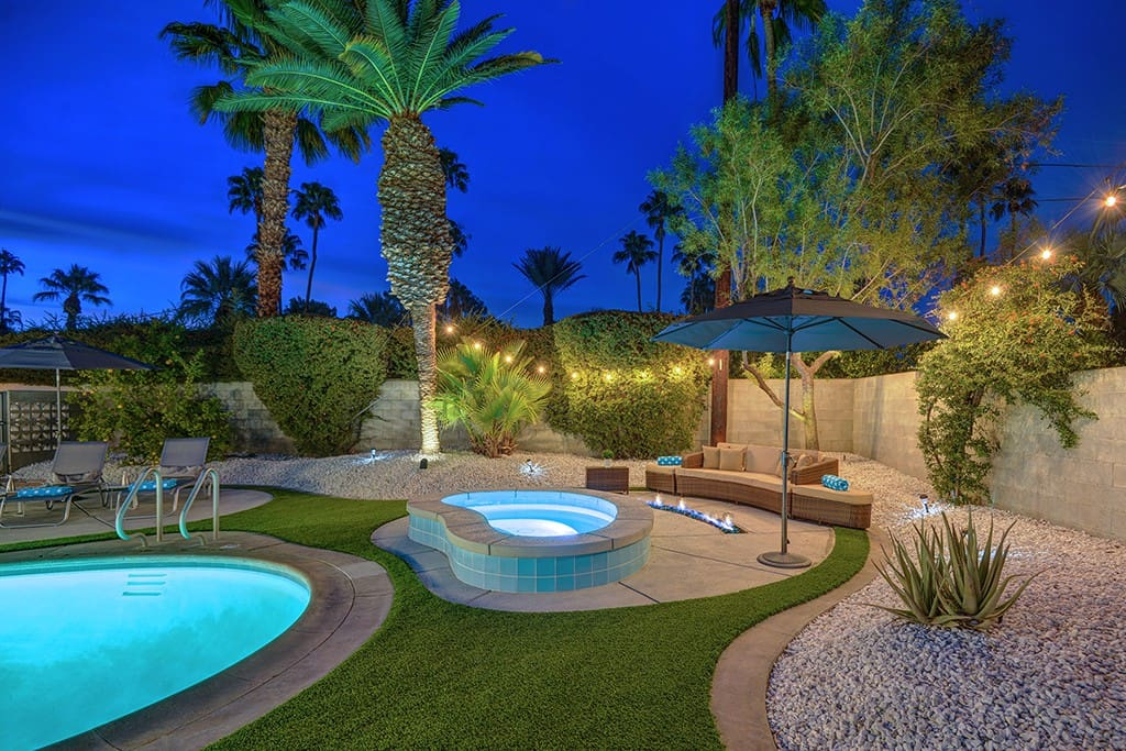 POOL AND SPA WITH FIREPIT NIGHT - THE RETRO HOUSE - PALM SPRINGS VACATION RENTAL POOL HOME