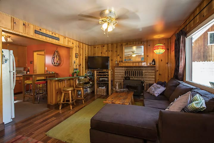 2BR's in Retro Chic Cabin Walk 2 Lake and Casinos!