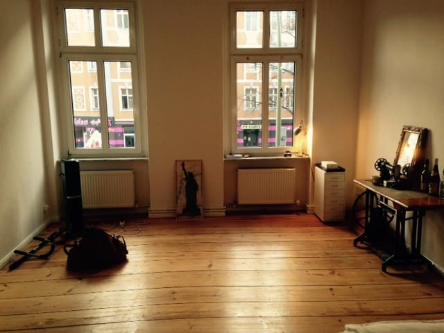 Huge sunny room in lovely Berlin! - Berlin - Apartment