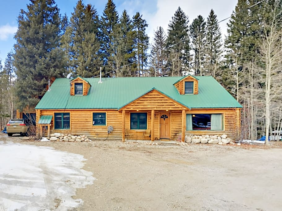This charming 2-story log home includes a separate guest cabin for ultimate privacy.