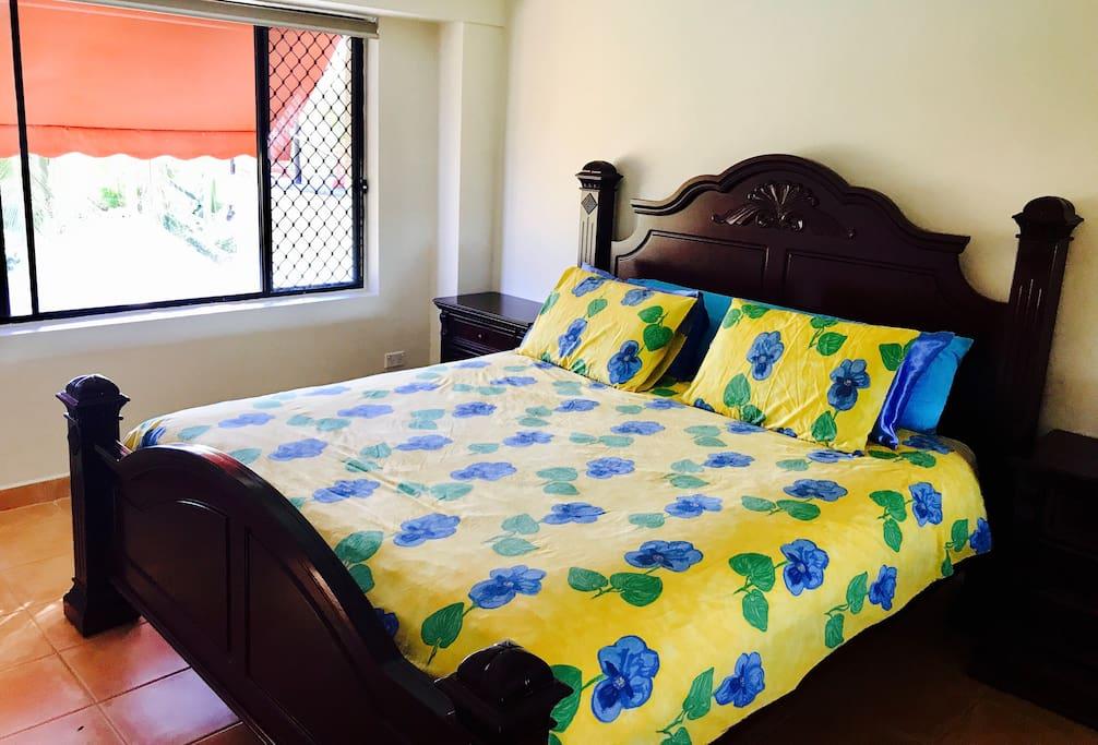 King Size Bed - Mahagony wood