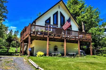 Beautiful Chalet: 4BR surrounded by nature