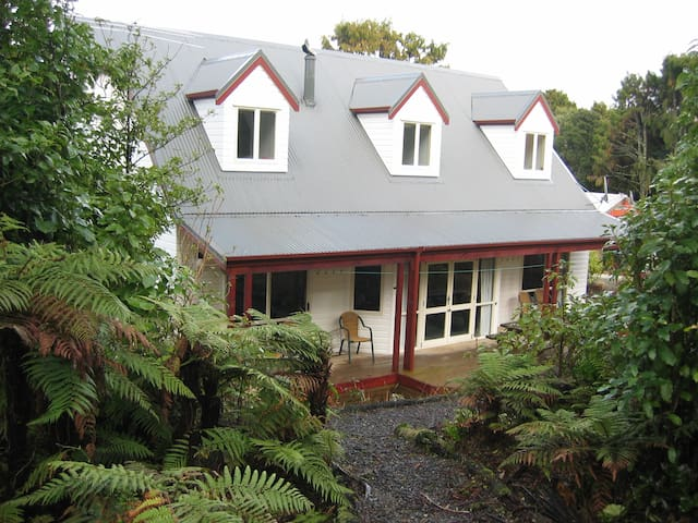 Rakiura Lodge