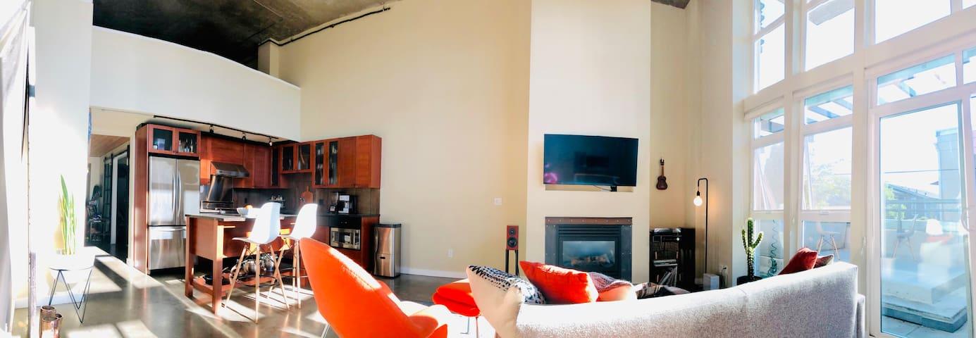 Cozy, Stylish Eastlake, 20ft Ceilings & Windows
