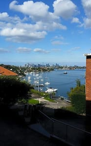 Beautiful Harbour-View Apartment - Hunters Hill - Lejlighed