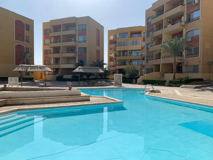 2 Bedrooms with Pool View on Promenade