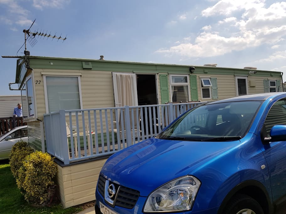 Lovely static caravan with free standing furniture and lovely sea views in Trimingham Near Mundesley