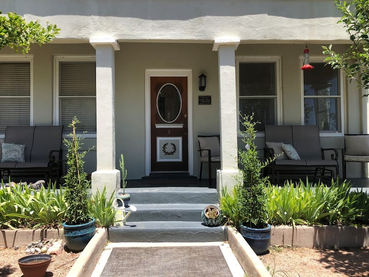 Ideal location, garage, 2 decks, walk everywhere!