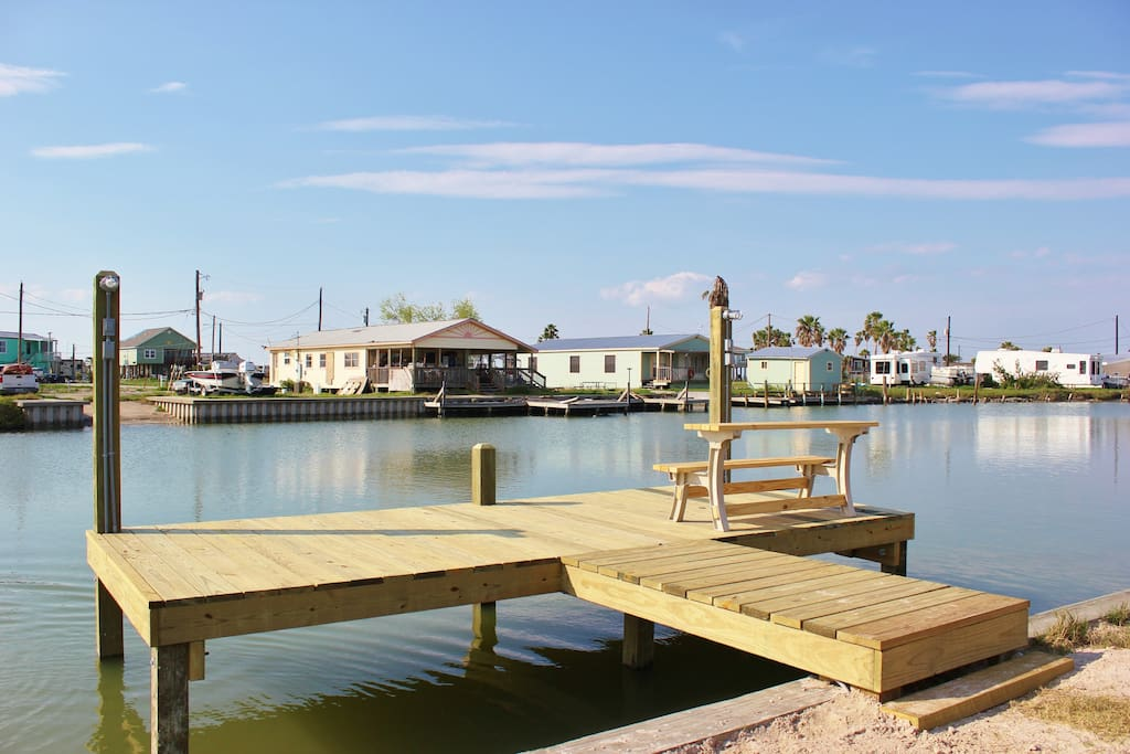 Located on a canal in the Copano Cove neighborhood - Fishing right off the dock!