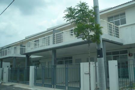 Home stay near Tambun Batu Kawan - Simpang Ampat