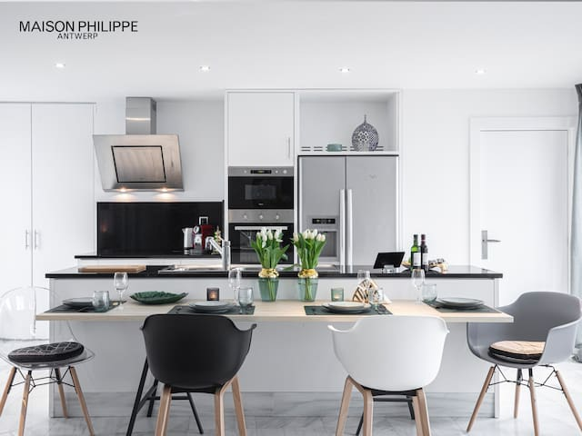 """Maison Philippe"" Luxury, Comfy Meir City Center❤️"