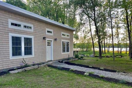 Maine Premium Lake Cottage with amenities