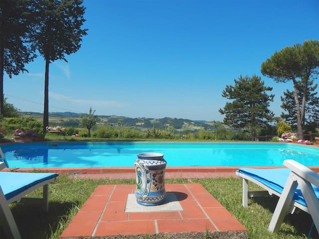 Villa in collina con piscina - Montemarzino