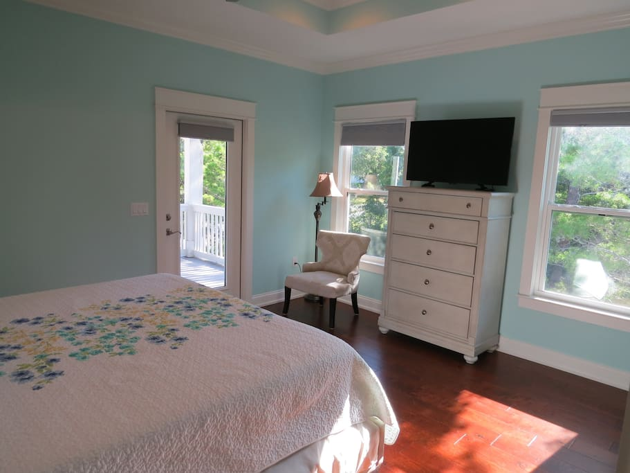 Beach house king bed master suite 1 houses for rent in for Bed master