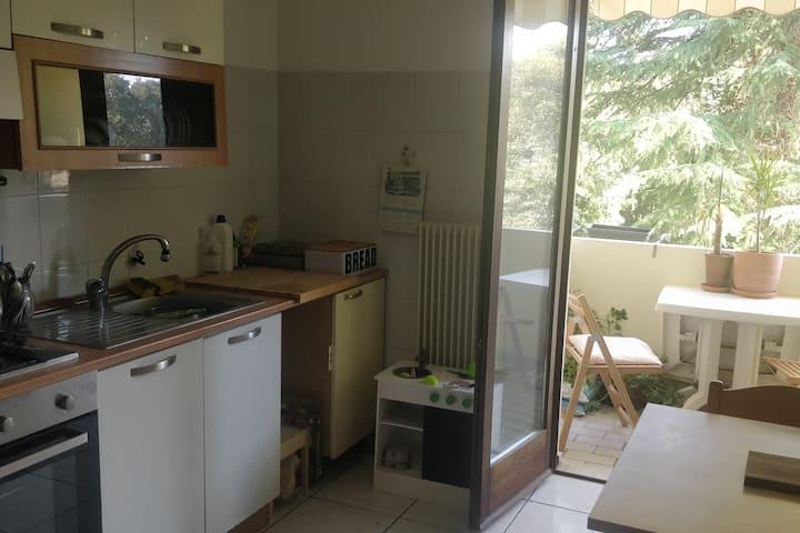 2 bedrooms/stanza 2 balconi not overlooked 2 WC:D