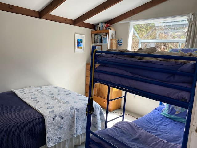 Bach 2nd bedroom. Queen bed and bunk set  window seat  child can sleep looking at stars !