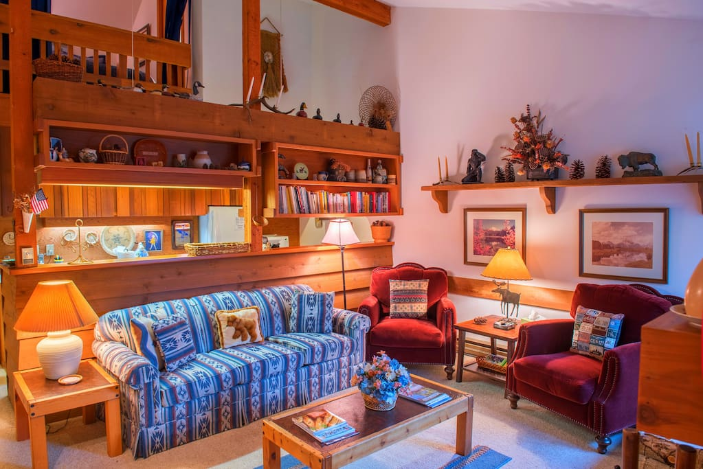 Cozy, with a cabin/mountain decor, you'll find that this condo is the perfect home away from home.