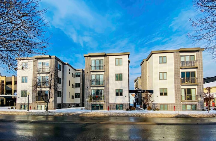 Downtown Traverse City Luxury Condo- Capri 3