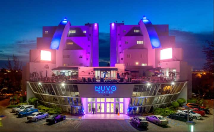 Nuvo Suites - Deluxe King near Dolphin & Int. Mall