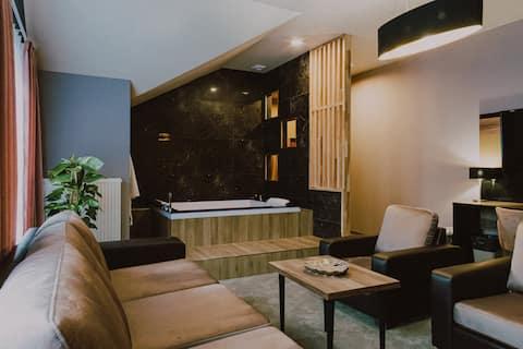 Apartament DeLuxe Fun z jacuzzi i osobną sypialnią