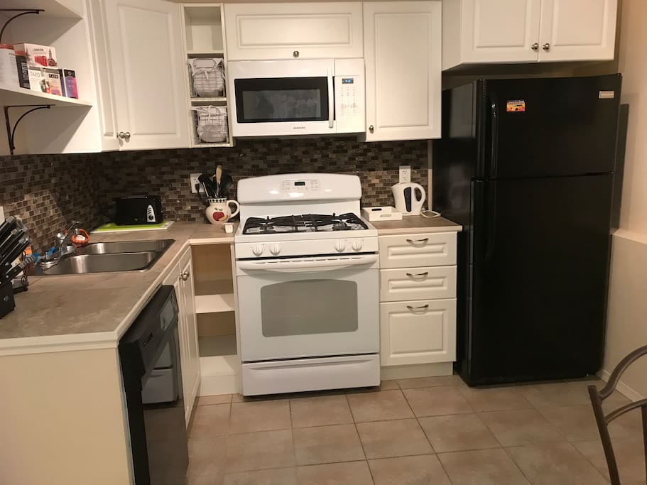 Spacious Kitchen with fridge,microwave,stove and dishwasher for guests private use.