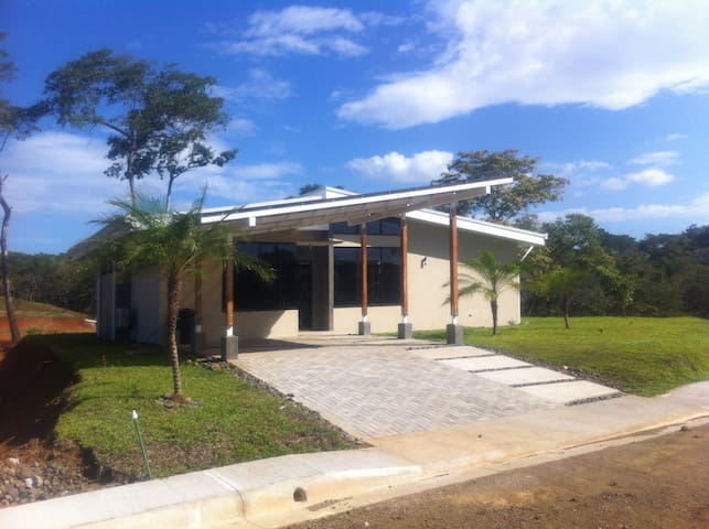 House  at  900 meter from the beach - Santa Cruz