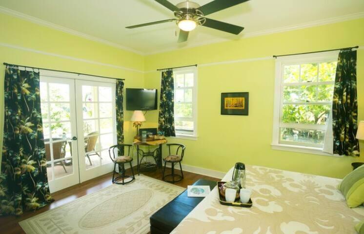 Iao Valley Inn-Palms Room