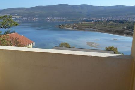 Apartment with sea views - Donji Karin - Apartment