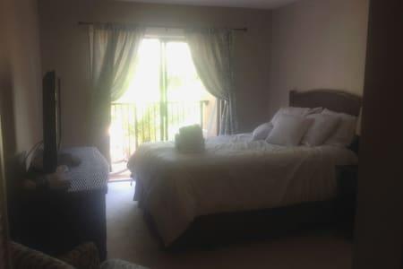 Poolside 2B/2B  w/short walk 2 beach &  Coligny - Hilton Head Island - 公寓