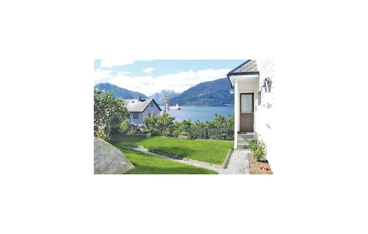 Holiday cottage with 1 bedroom on 70m² in Vangsnes