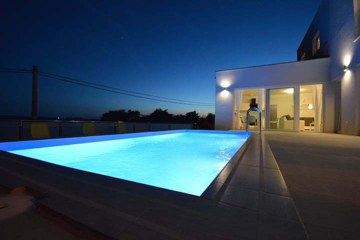 Modern Holiday Home with Private Pool near Sea in Jasenice
