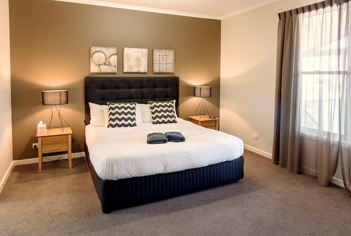 3 Bedroom CBD Foreshore Apartment
