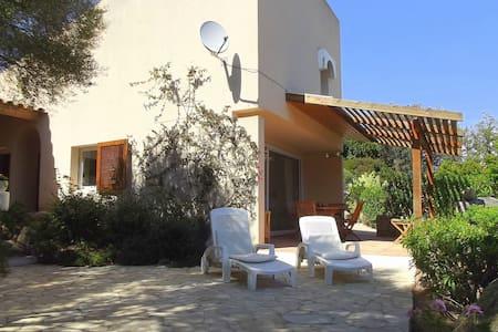 villa 4 pers, vue mer, plage à 700m, accès à pied - Bonifacio - Hus