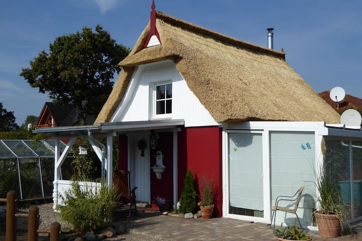 Comfortable small two-room thatched roof holiday home