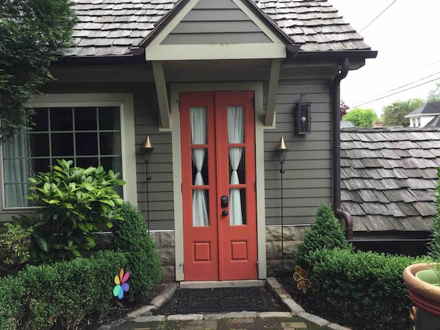 Cute Carriage House off Frankfort Avenue