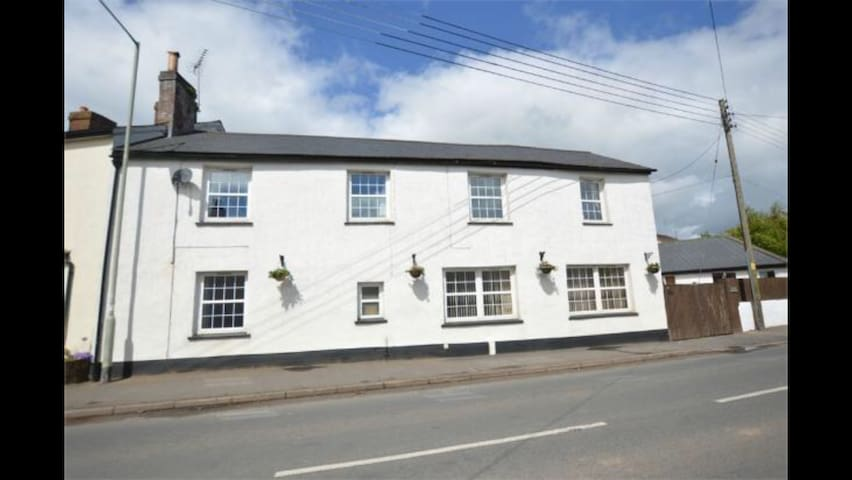 Characterful & spacious old pub close to Exeter - Stoke Canon - Casa