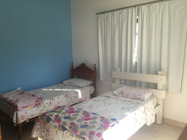 Large Suite 2(at garden side) - Goiás - Huis